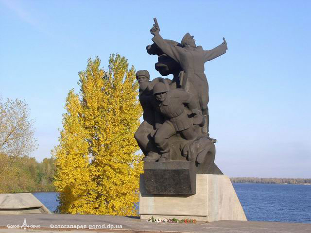 ж/м Красный Камень. Памятник воинам форсировавшим Днепр в октябре 1943 г.