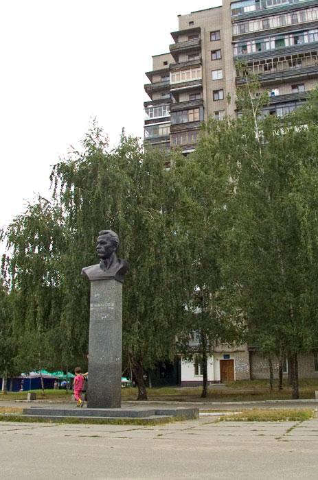 Бюст Клочко В.Ю., ул. Калиновая
