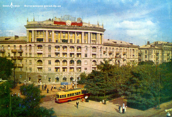 Угол улицы Фестивальной (Столярова) и пр. Карла Маркса