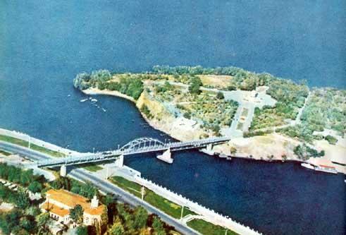 Вид на Комсомольский (Монастырский) остров