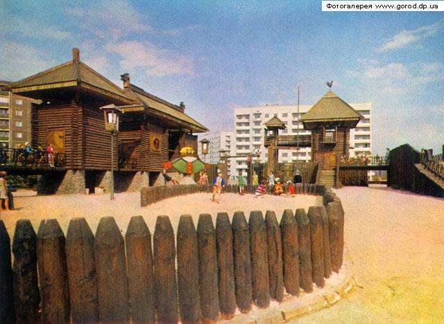 Детский деревянный городок на ул. Гули Королевой