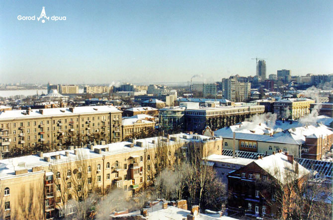 Вид на центральную часть города с дворовой части ул. Ленина