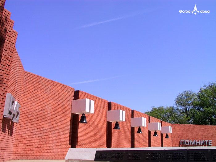 Мемориальный комплекс в парке Калинина