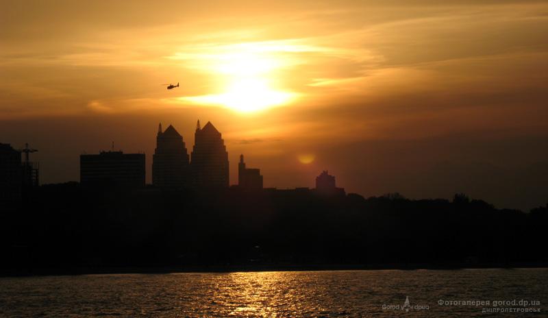 Полет над вечерним городом