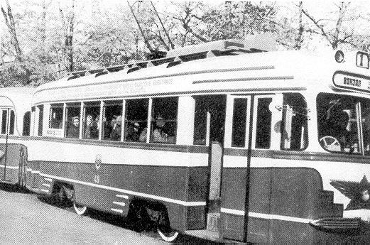 Трамвай на улицах города  streetcar