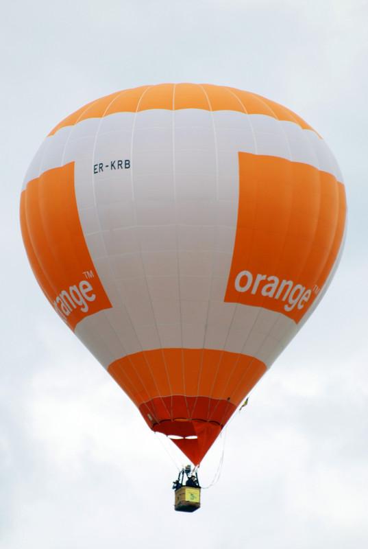 Скачать музыку на большом воздушном шаре мандаринового цвета
