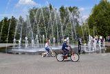 На фонтане