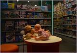 Магазин игрушек.Ночь.
