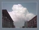 А над городом плывут облака...