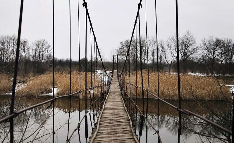 р. Волчья, подвесной мостик
