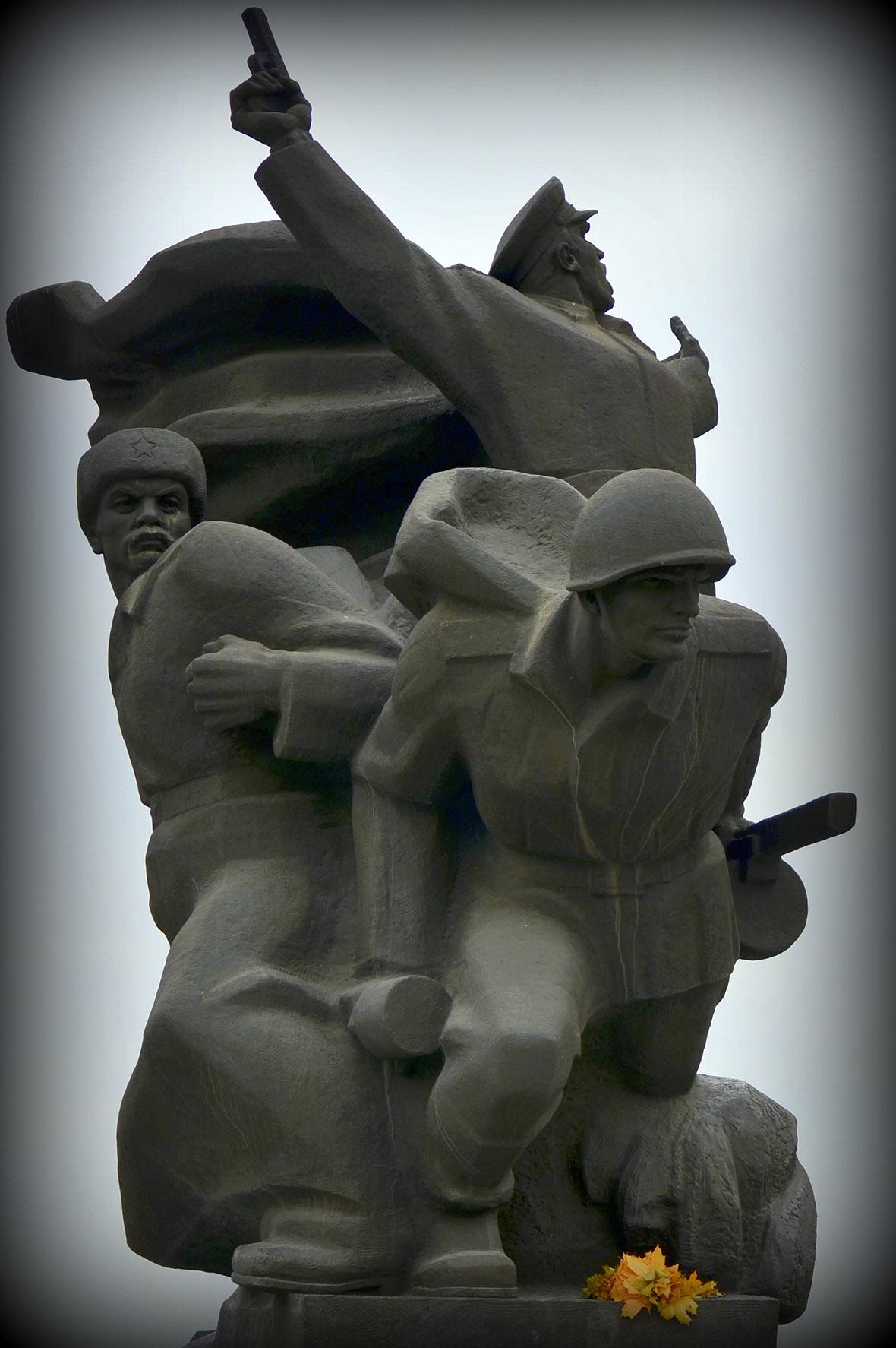 Памятник Воинам 152-й стрелковой дивизии за форсир