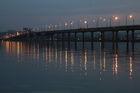 Мост зажигает фонари