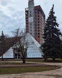 Стеклянная пирамида