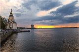 На фоне заката )