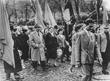 Работники ЦУМа на демонстрации, начало 1960-х