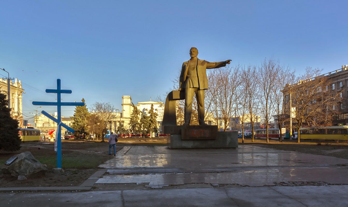 Памятник на Привокзальной 2015 год