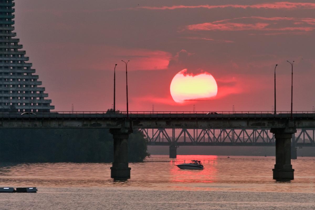 За мостом