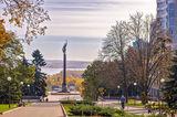 В начале проспекта Яворницкого
