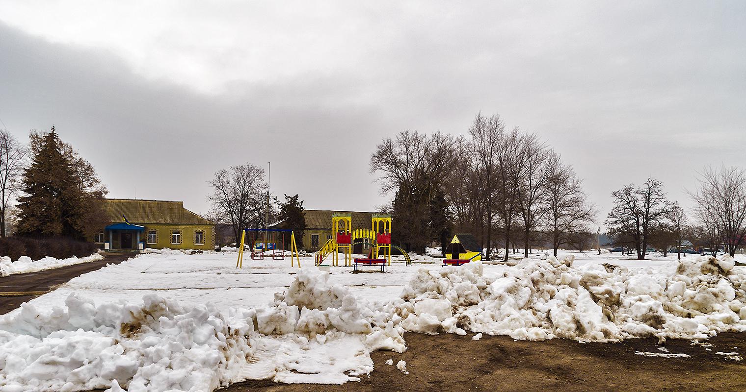 Детская площадка и админздания в Могилёве