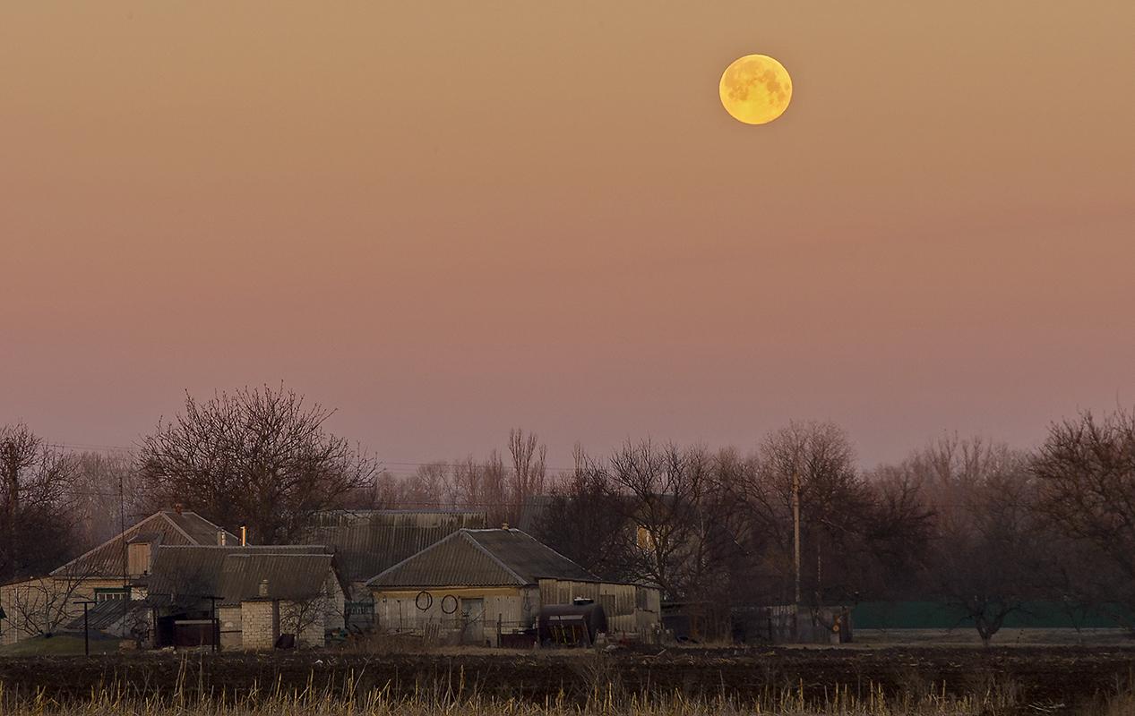 Полнолуние на восходе, Могилёв.