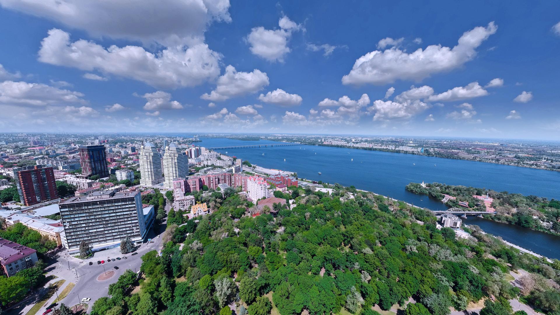 Над парком Шевченко