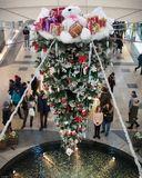 Встали девочки в кружок, Встали и примолкли. Дед Мороз огни зажёг На высокой ёлке.