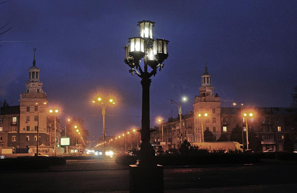И снова вечер зажёг фонари ...