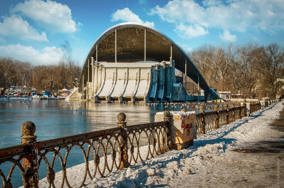 Парк Глобы. Летний Театр Наверняка такой кадр есть у каждого фотографа из Днепра. Это - моя версия. Надеюсь, не переборщил с Teal&Orange)