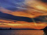 Последние лучи весеннего заката над Днепром