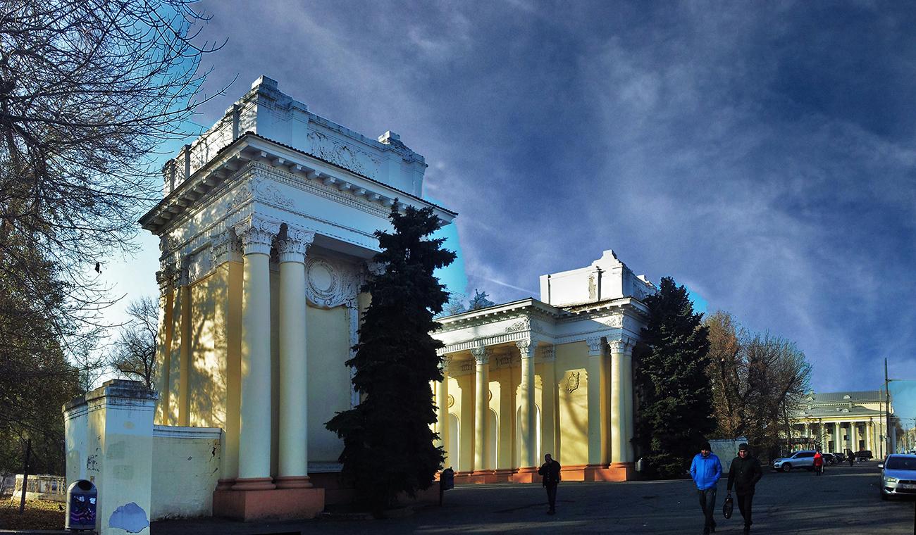 Главный вход в парк Лазаря Глобы