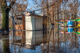 Плавучий бунгало в парке Глобы