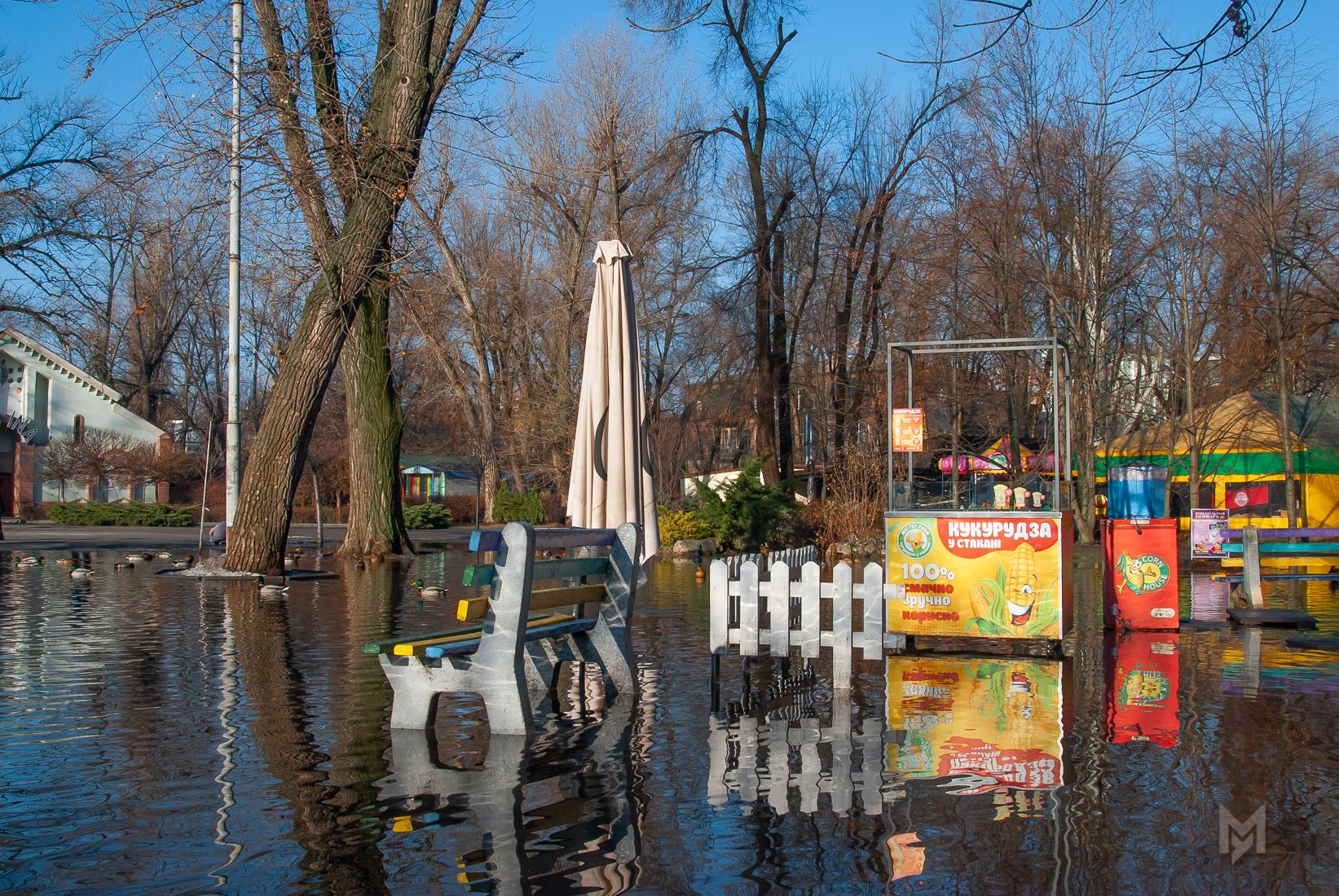 Парк Глобы. Озеро в разливе