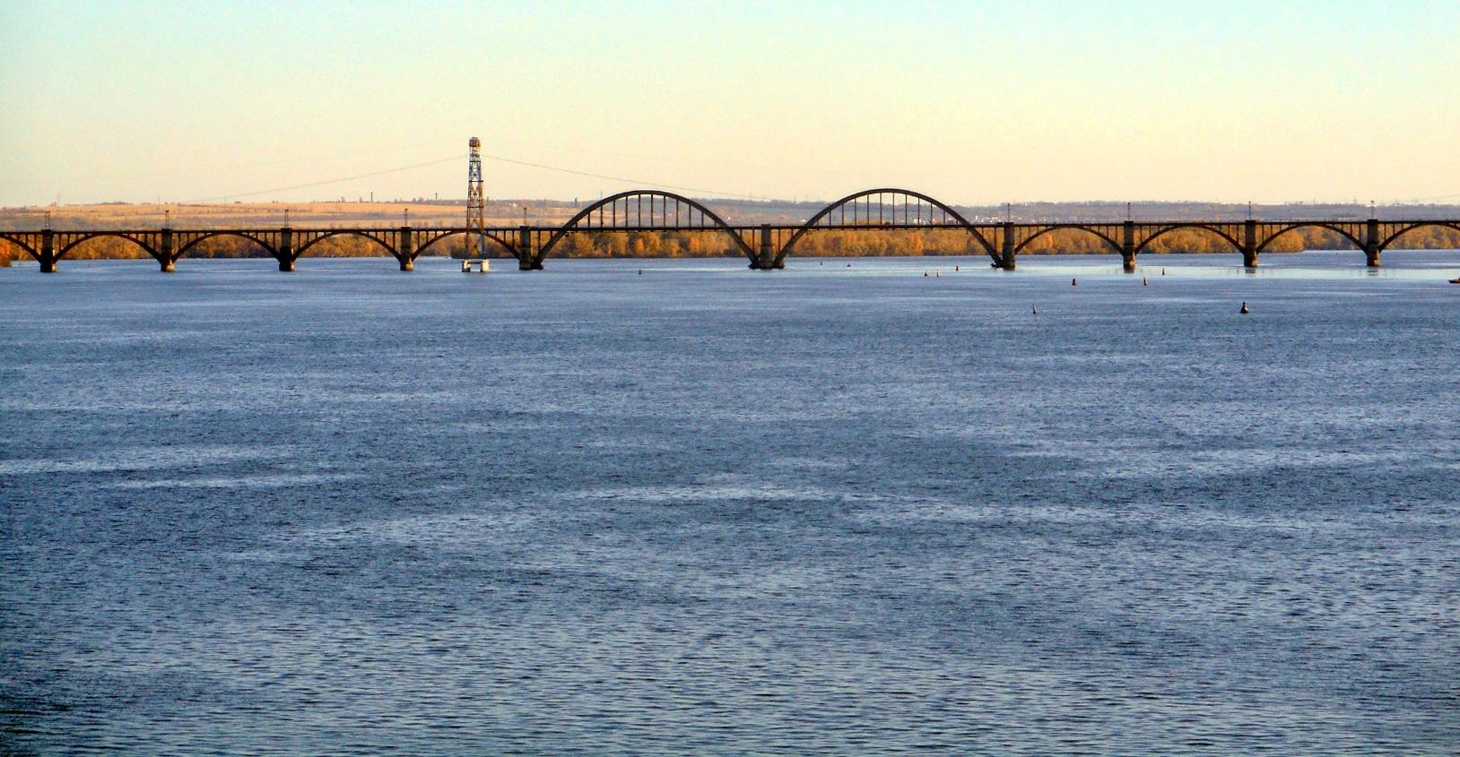 А за мостом уже осенние пейзажи..