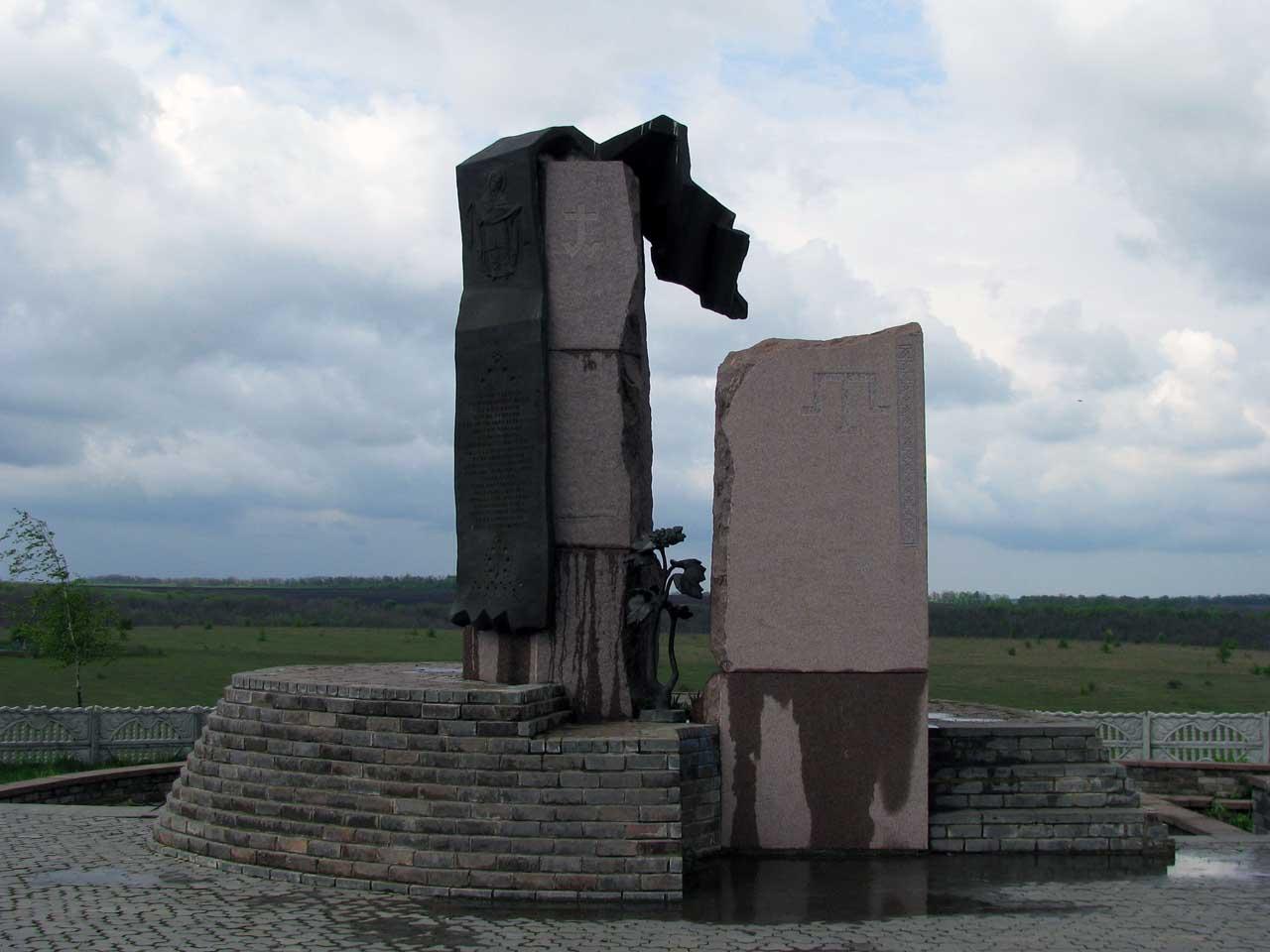 Открыт памятник Желтоводской битве