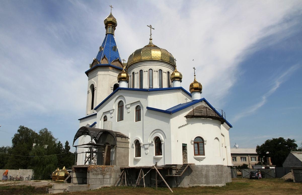 Проведено освящение и открыты богослужения в Архангело-Михайловской церкви слободы Песчанка