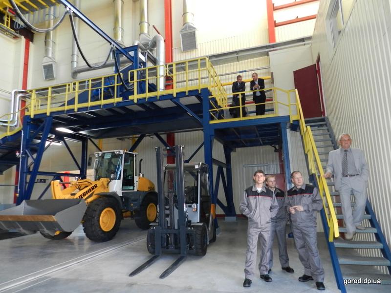 В Днепропетровске Виктор Янукович запустил новый завод по переработке аккумуляторов