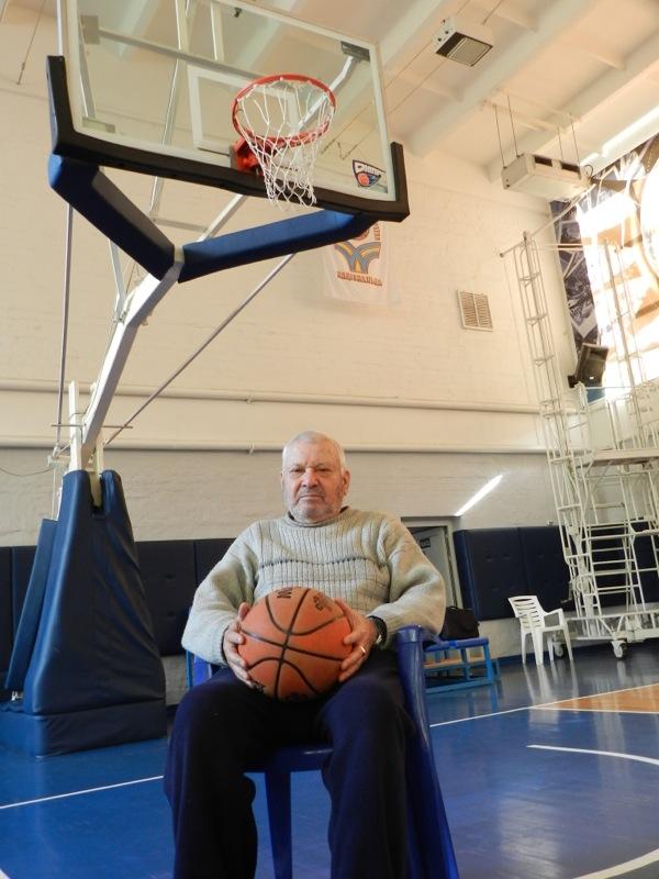 Легендарный тренер Исак Майзлин: женат на баскетболе
