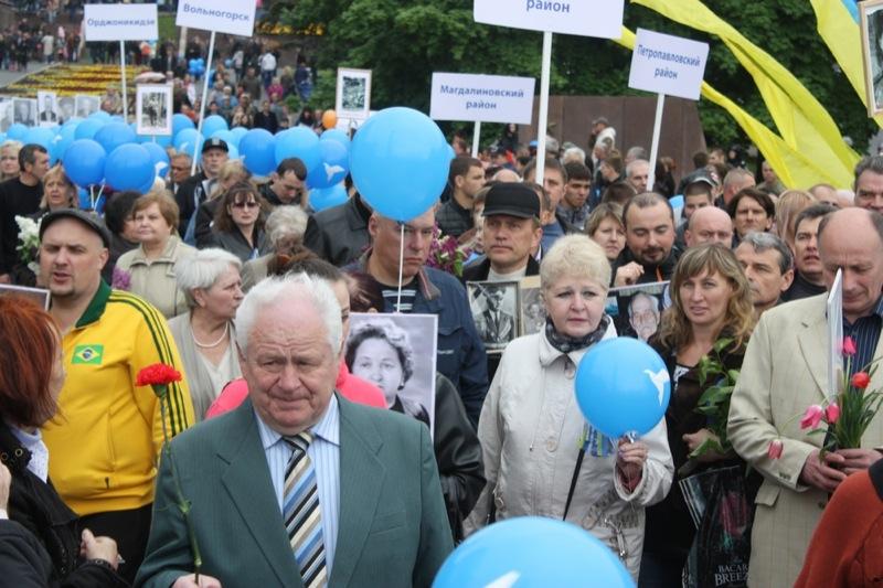 фото марш победы днепропетровск людям
