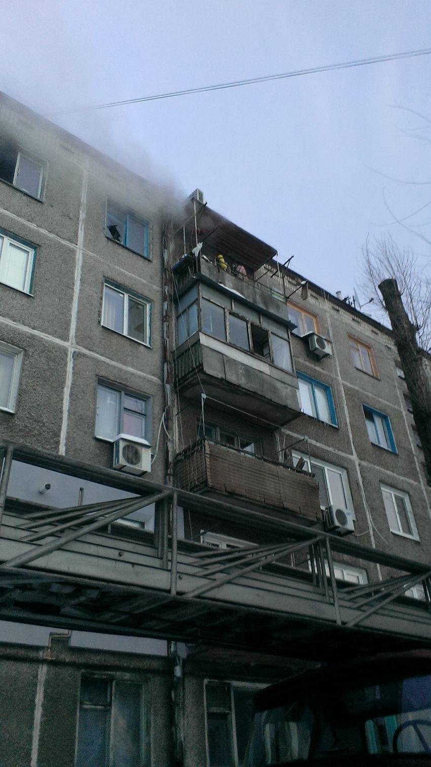 В днепродзержинске женщины мерзли на балконе, спасаясь от по.