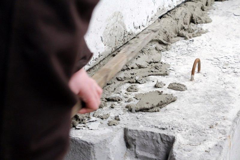 Митинг под Сбербанком России в Днепре: заварушки и цементирование входа активистами