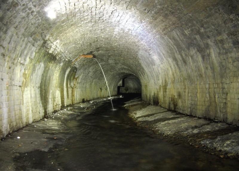 Одно из русел коллектора речки Половица Мифы и реальность: тайны днепровских подземелий