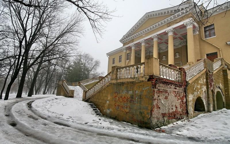 Подземный этаж дворца Потемкина скрывал в XIX веке два скелета. Сейчас превращается в руины Мифы и реальность: тайны днепровских подземелий