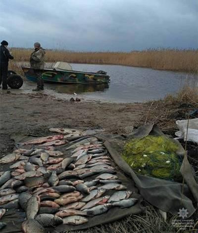 Полицейские Днепра задержали рыбака, который незаконно выловил более 100 рыбин