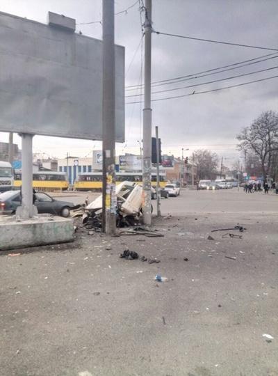 Смертельная авария на Рабочей: машина влетела в билборд