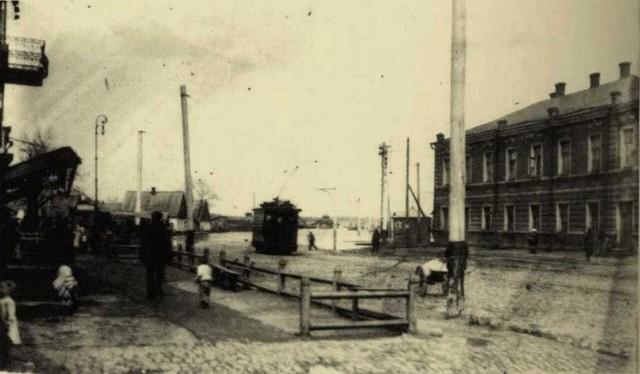 Линия от пл. Д. Бедного (Успенской) в сторону берега по ул. Коцюбинского