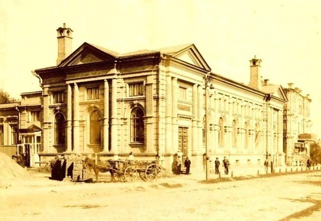 Аудитория народных чтений (улица Половицкая, 5). Здесь состоялся первый киносеанс в 1897 году