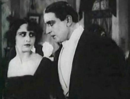 Вера Холодная и Осип Рунич в фильме «Молчи, грусть, молчи». 1919 год. Вместе  в 1918 году они посетили Екатеринослав.