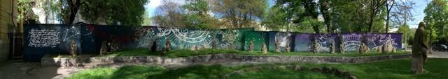 Картина-мурал возле Исторического музея Днепра. Половецкие каменные бабы