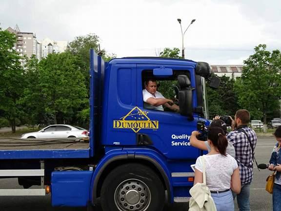 Борис Филатов приехал на демонтаж «юбилейной» незаконной газовой заправки на манипуляторе