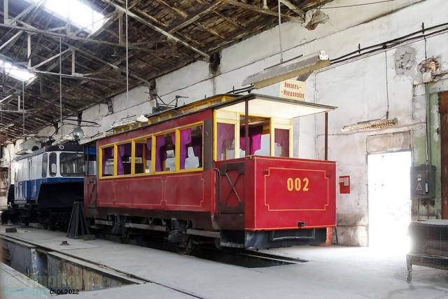 Красный ретро-трамвай на линии проработал совсем ничего